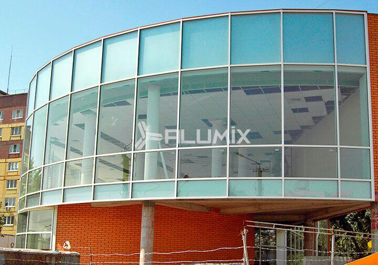 Фасадне скління торгового центру