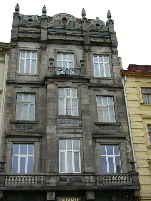 Житловий будинок на вул. Театральна, 6