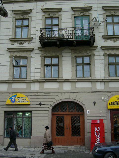 Житловий будинок на вул. Театральна, 8